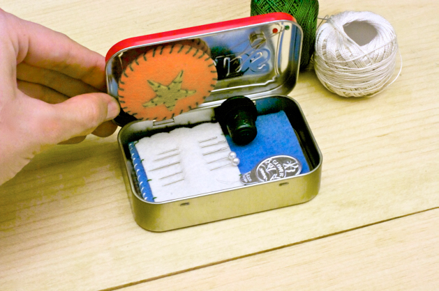 altoids_tin_travel_embroidery_kit_final_02.jpg