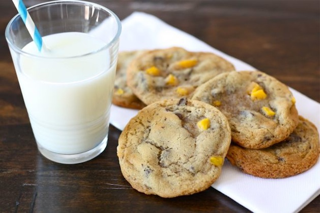 makeandtakes_mango_chocolate_chip_cookies.jpg