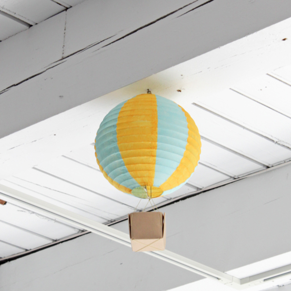handsoccupied_hot_air_balloon_party_decorations_01.jpg