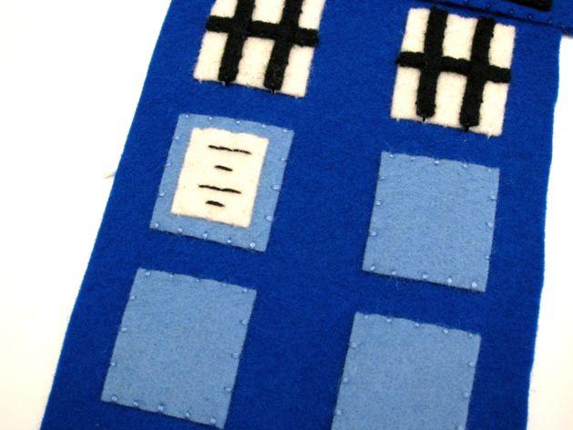 TARDIS_Phone_Charging_Station_Step06.jpg
