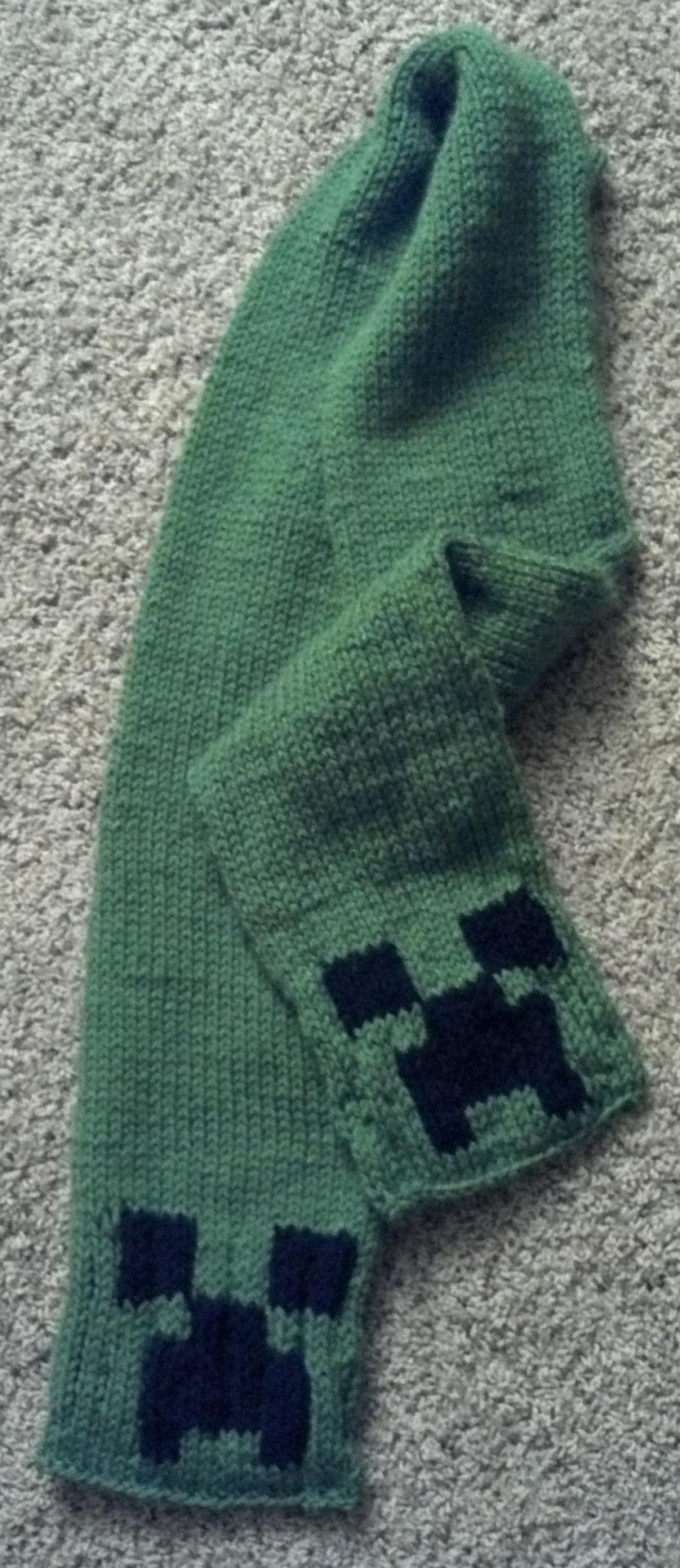 minecraft-creeper-scarf