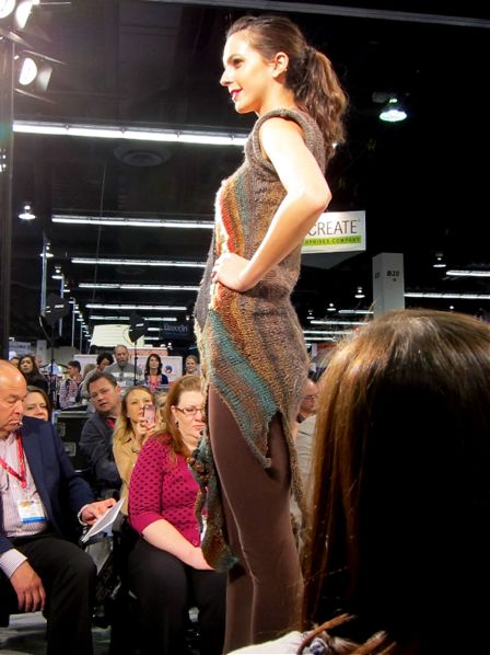 Lion_Brand_Yarn_Fashion_Show_2013_02b