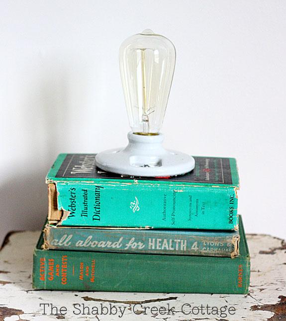 theshabbycreekcottage_book_lamp