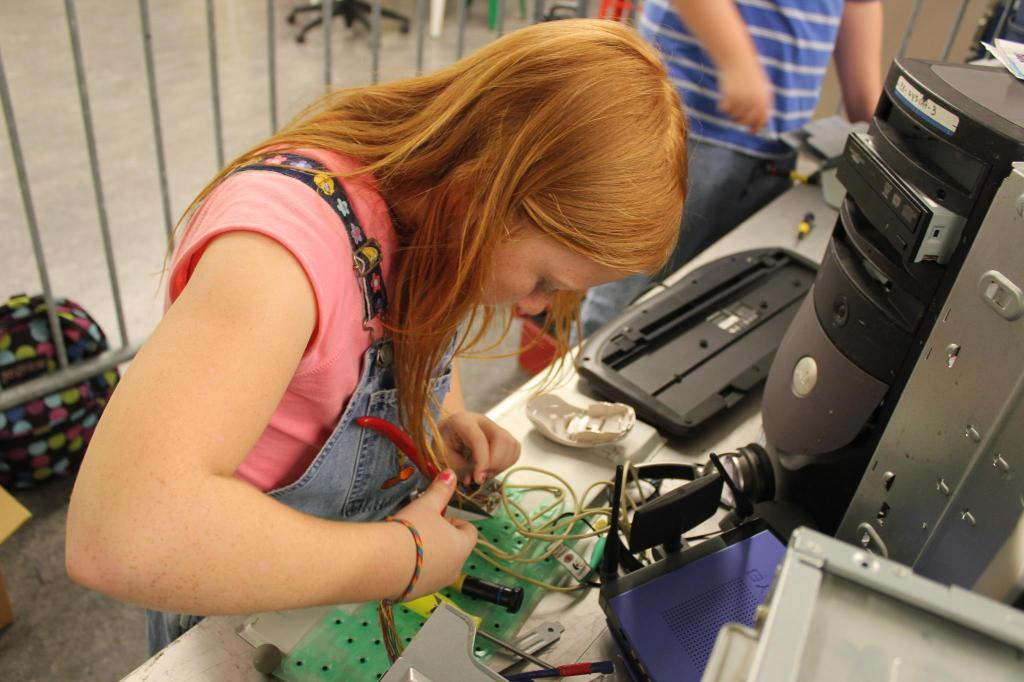 tampa bay mini maker faire girl