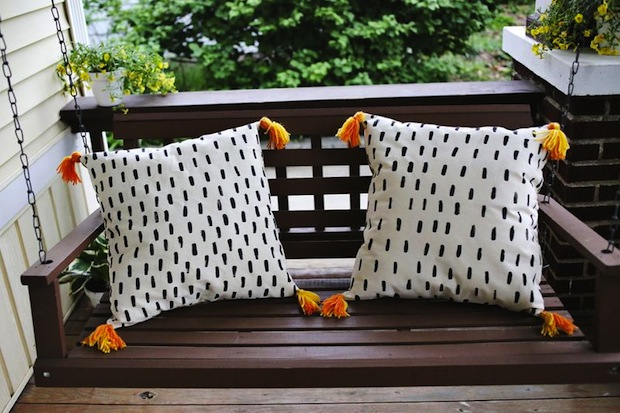 abeautifulmess_DIY_porch_pillows_01