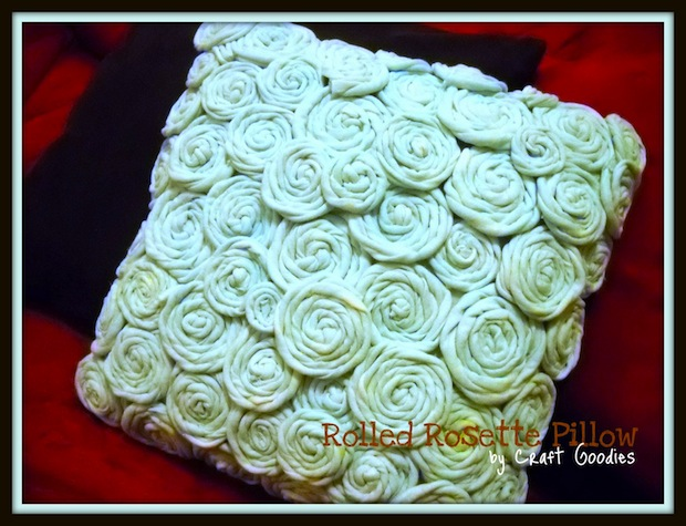 craftgoodies_rolled_rosette_pillow_01