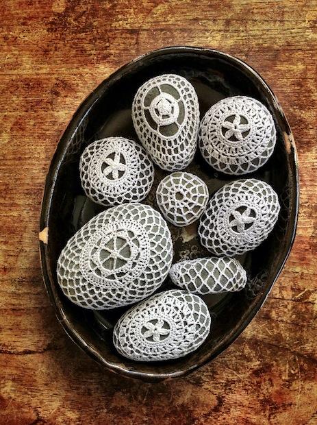 05_Crocheted_Stones_flickr_roundup