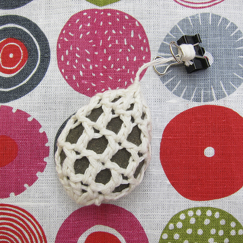 crocheted-table-weight-1