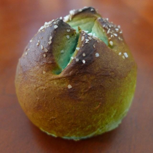 Xenomorph-Pretzel-Bread-Eggs-1
