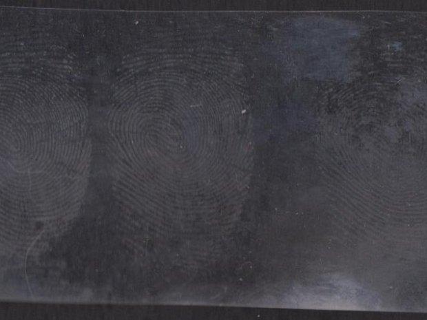 Fingerprinting With Super Glue
