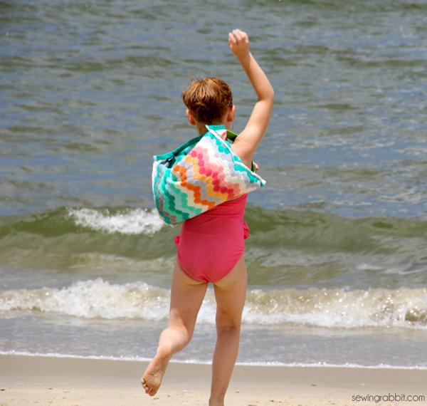 craftasholicsanonymous_Beach_Towel_Backpack_01