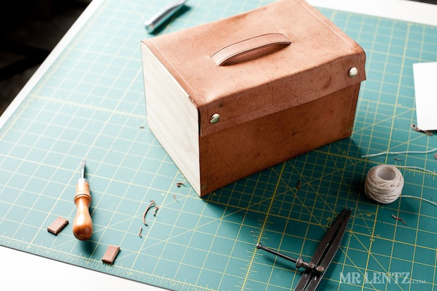 mrlentz_wood_and_leather_lunchbox_01