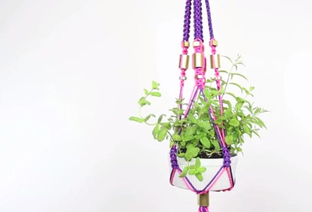 threadbanger's macrame planter-1