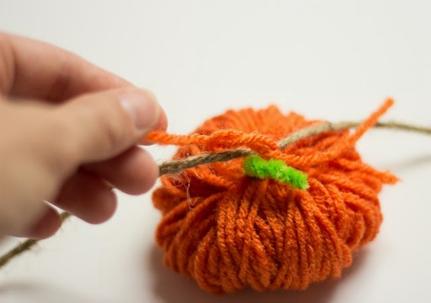 honesttonod_pumpkin_garland_02