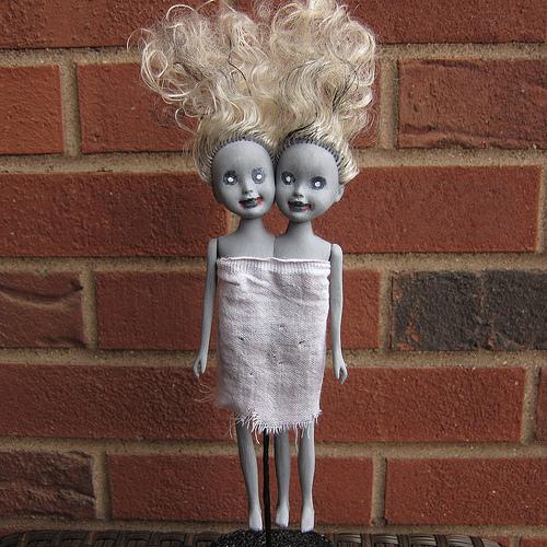 zombie-siamese-twin-dolls-1