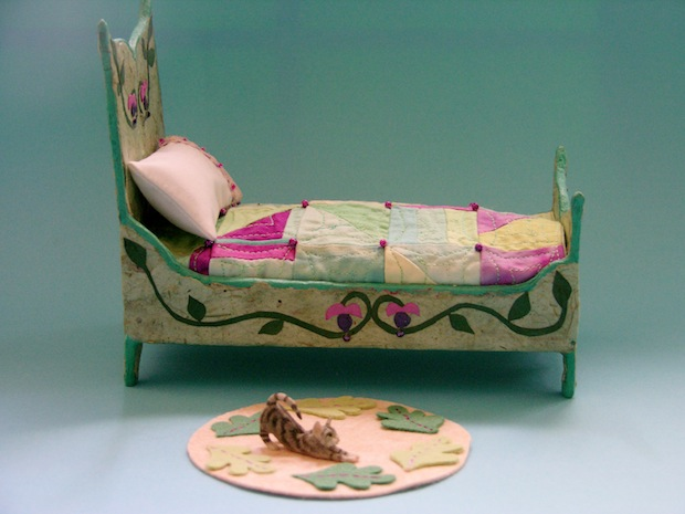 05_side_decoration_on_tiny_doll_bed_flickr_roundup