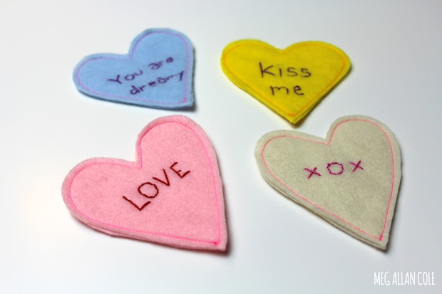 megallancole_kissy_lips_coasters_02