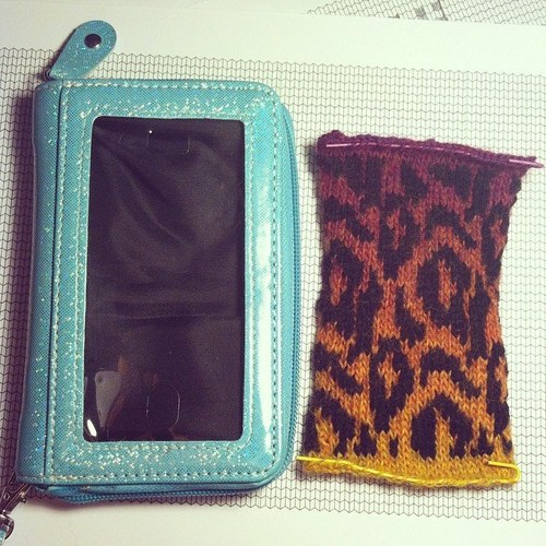 customized-knit-wallet-2