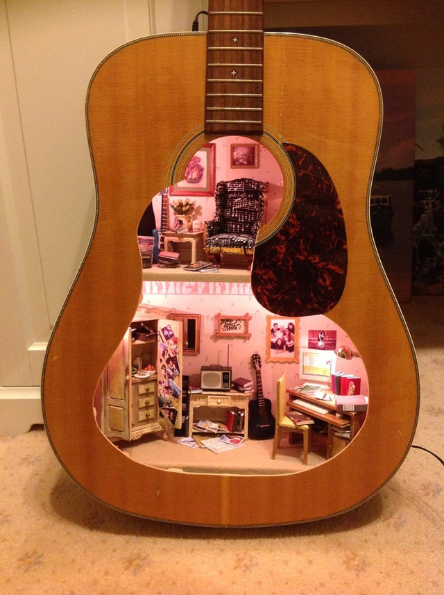 old-guitar-doll-house-1