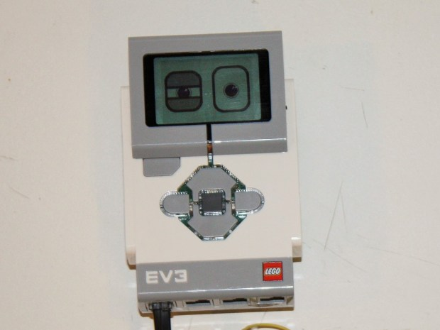 """Hacking the Lego EV3: Build Your Own Object Sensor """"Eyes"""""""