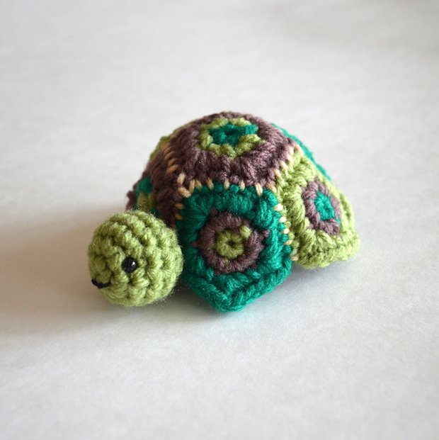 popsdemilk_crocheted_turtle_box_01