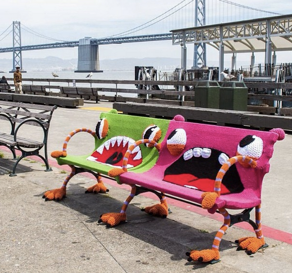sf-ferry-building-yarnbomb-1