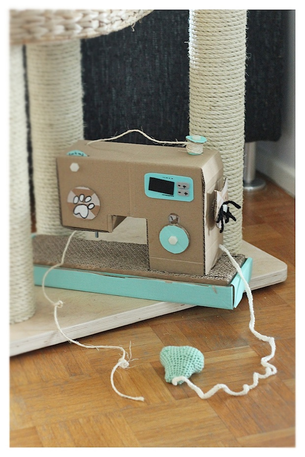 blogofelke_sewing_machine_cat_scratcher_01