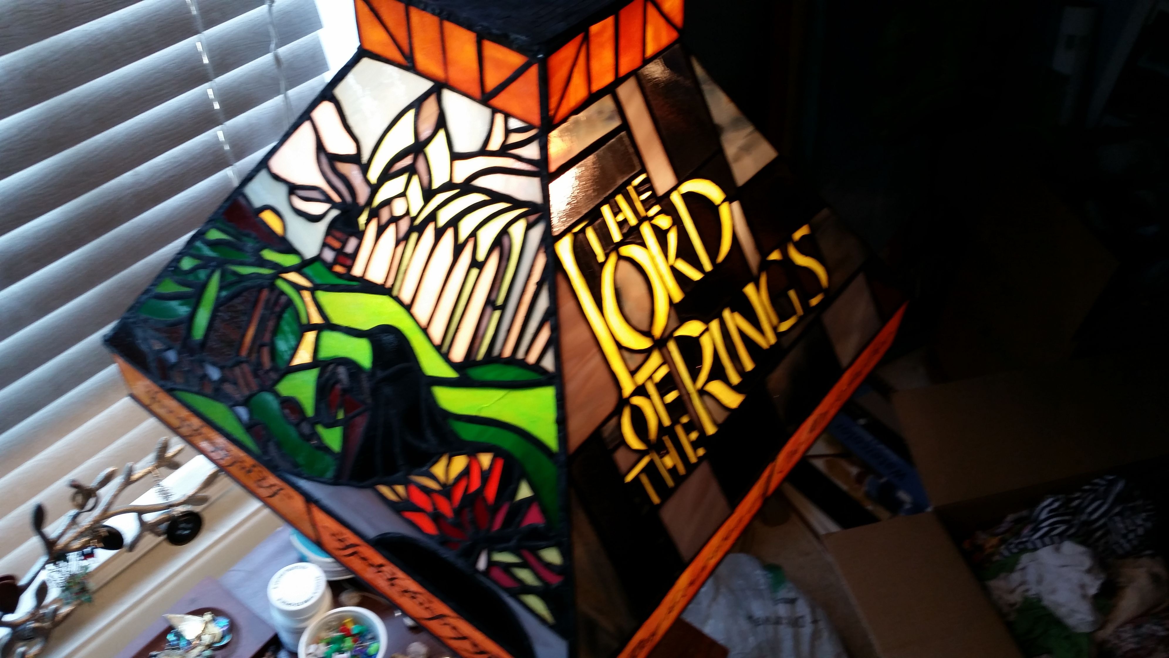Artist creates tribute to the Lord of the Rings with stained glass lamp