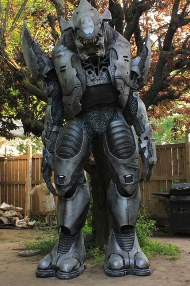 Kre8 FX's giant Halo Elite costume is powered by the wearer as well as animatronics.