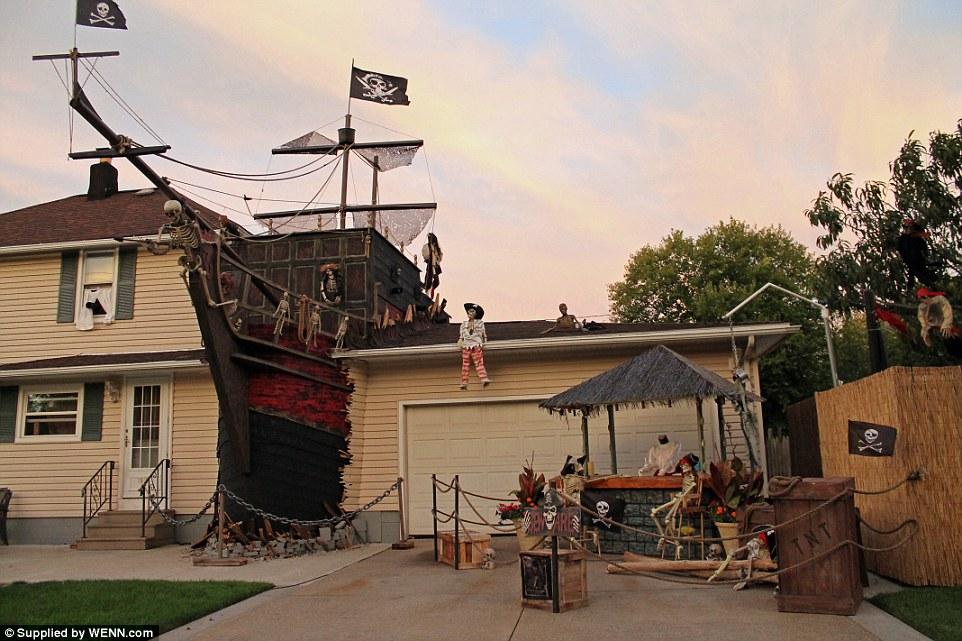 Halloween-Pirate-Shipwreck-display-1