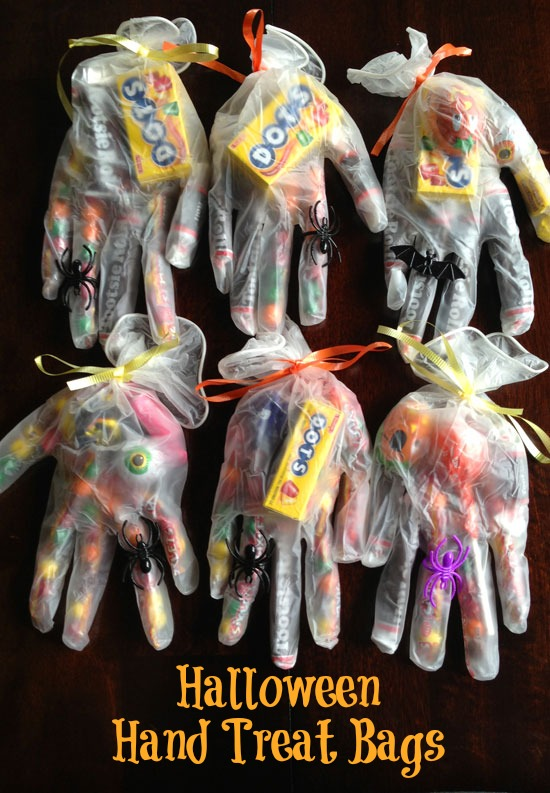 Halloween-trick-or-treat-bags-plastic-gloves
