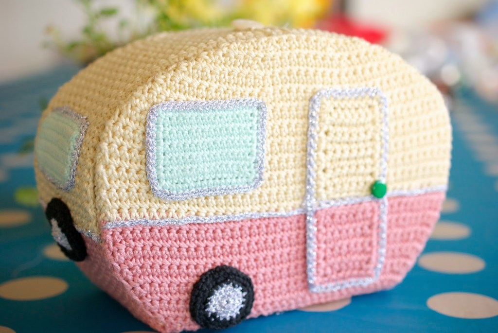 vintage-crocheted-caravan-1