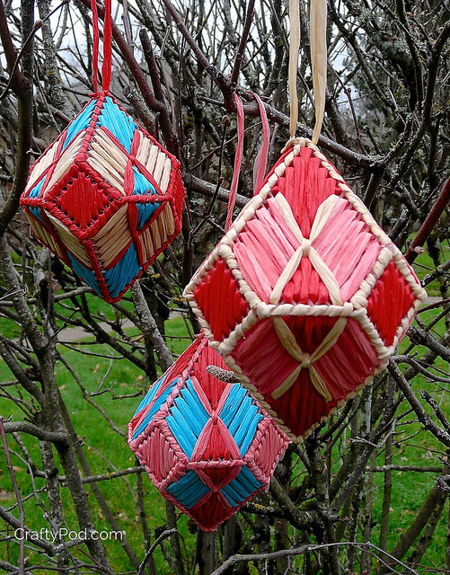 craftypod_plastic_canvas_gem_ornament_01