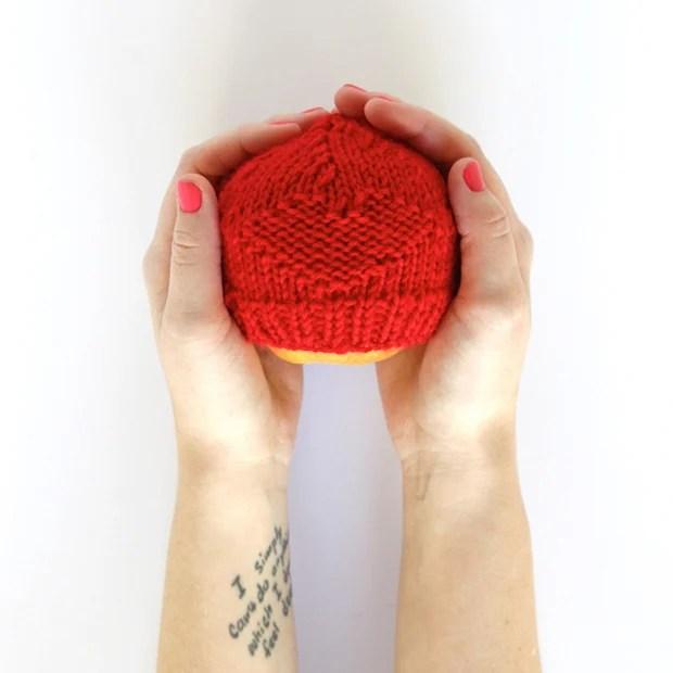 handsoccupied_preemie_hat_01