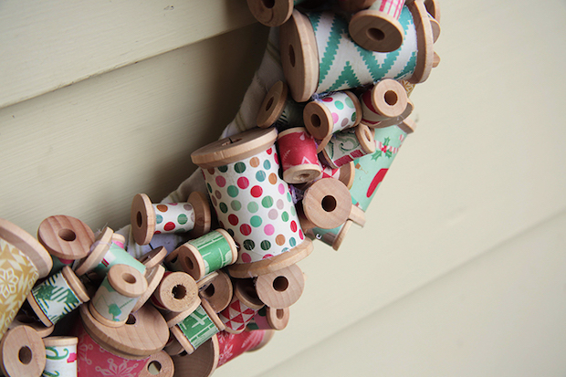 darice_wooden_spool_wreath_02
