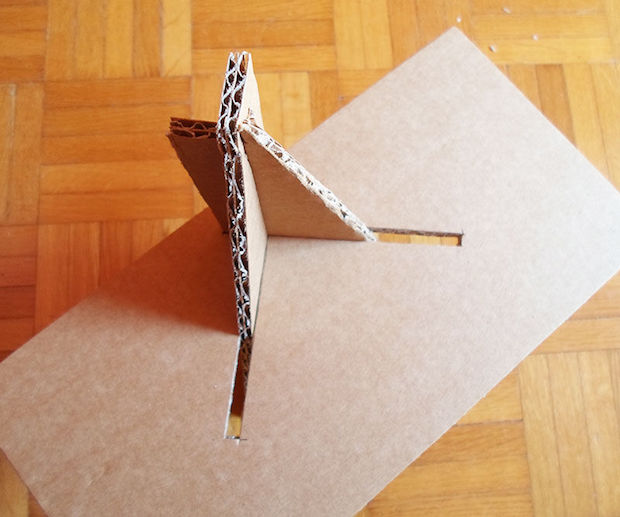 instructables_multipurpose_cardboard_stand_02
