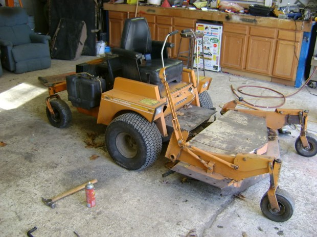 Ryan used the hydraulic drive system from this lawnmower for his Mini Dozer transmission system.