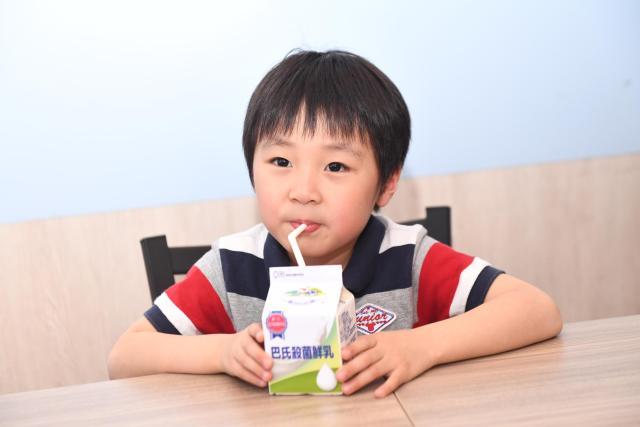 孩子鮮乳喝對了嗎?營養師教你分辨鮮乳營養!