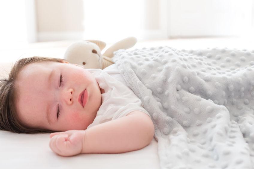 新型嬰兒枕幫忙顧頭型更安全?醫怒:不打爆你我剪執照! – 媽媽經|專屬於媽媽的網站