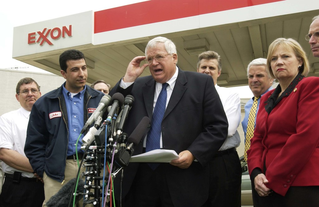 04/21/05.HOUSE REPUBLICANS ON ENERGY BILL--House Speaker J. Dennis Hastert, R-Ill., during a news conference with House Republicans on the energy bill at the Congressional Exxon on Massachusetts Avenue near the U.S. Capitol..CONGRESSIONAL QUARTERLY PHOTO BY SCOTT J. FERRELL