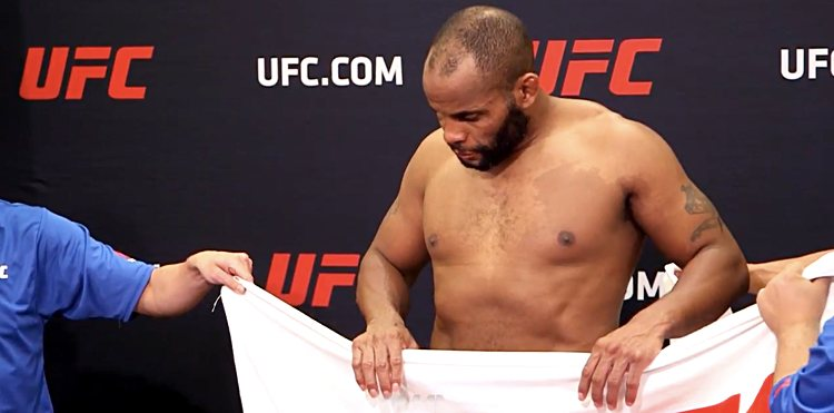 https://i1.wp.com/cdn.mmaweekly.com/wp-content/uploads/2017/04/Daniel-Cormier-UFC-210-2nd-attempt-MMAF.jpg?w=1060