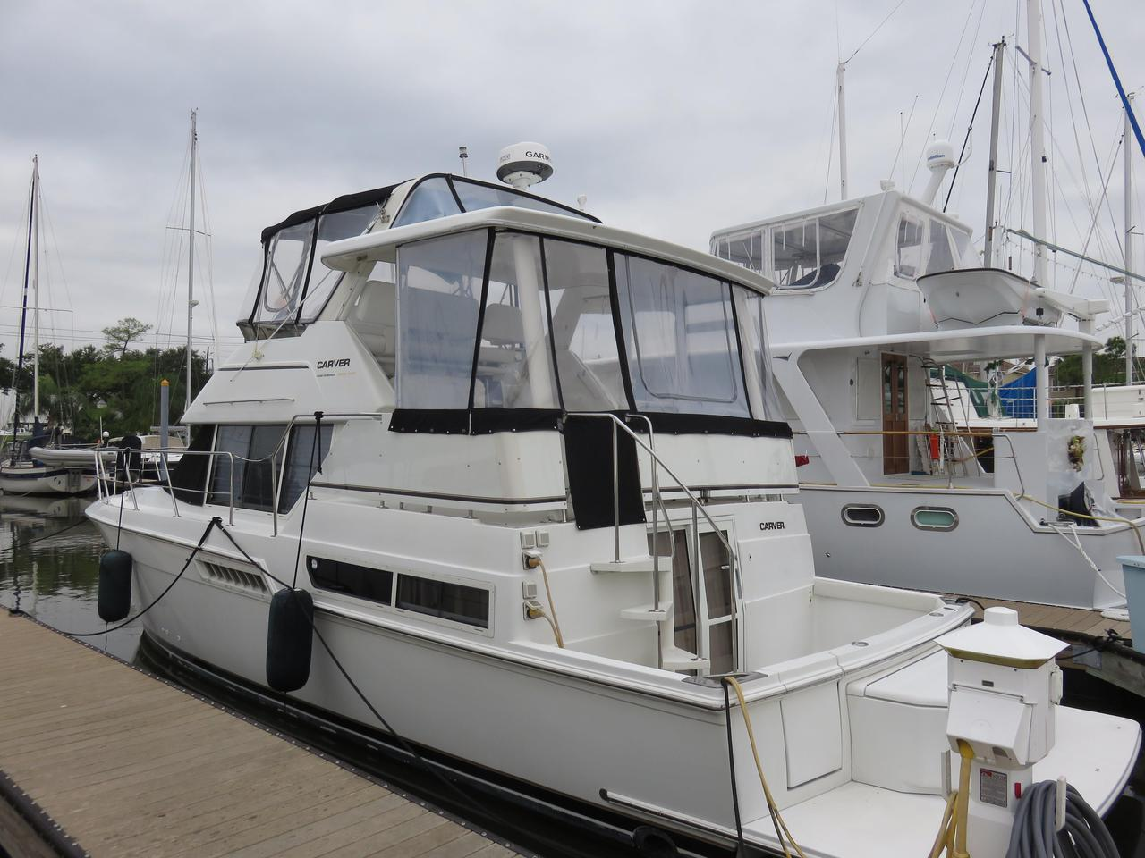1997 Used Carver 400 Cockpit Motor Yacht Motor Yacht For