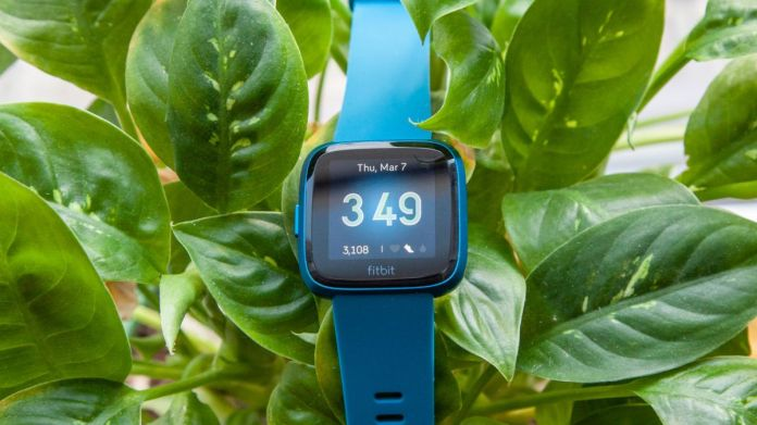 Fitbit Versa Lite Review Stripped Down Smartwatch Nails The Basics Tom S Guide