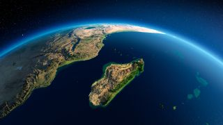 Altamente detallado planeta Tierra en la mañana, mostrando Mozambique y Madagascar.