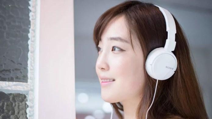 Best cheap headphones: Sony MDRZX110