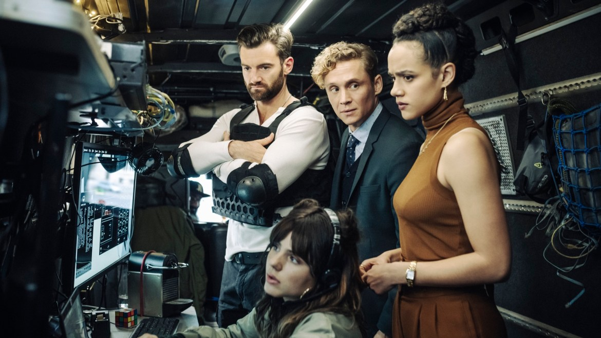 Netflix's Army of Thieves release date, plot, and cast.