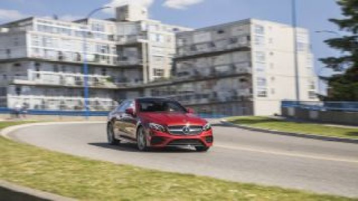 2018 Mercedes Benz E400 reads and reacts to speed limit signs on the fly