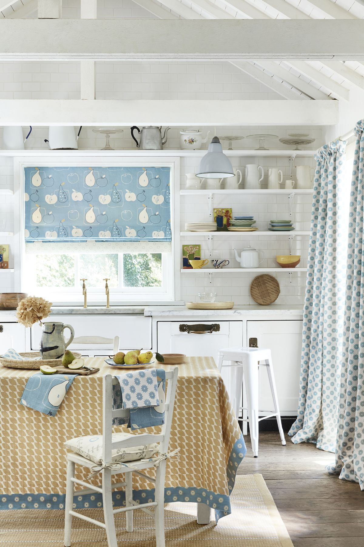 experts reveal the 6 elements every country kitchen should on country farmhouse exterior paint colors 2021 id=47134