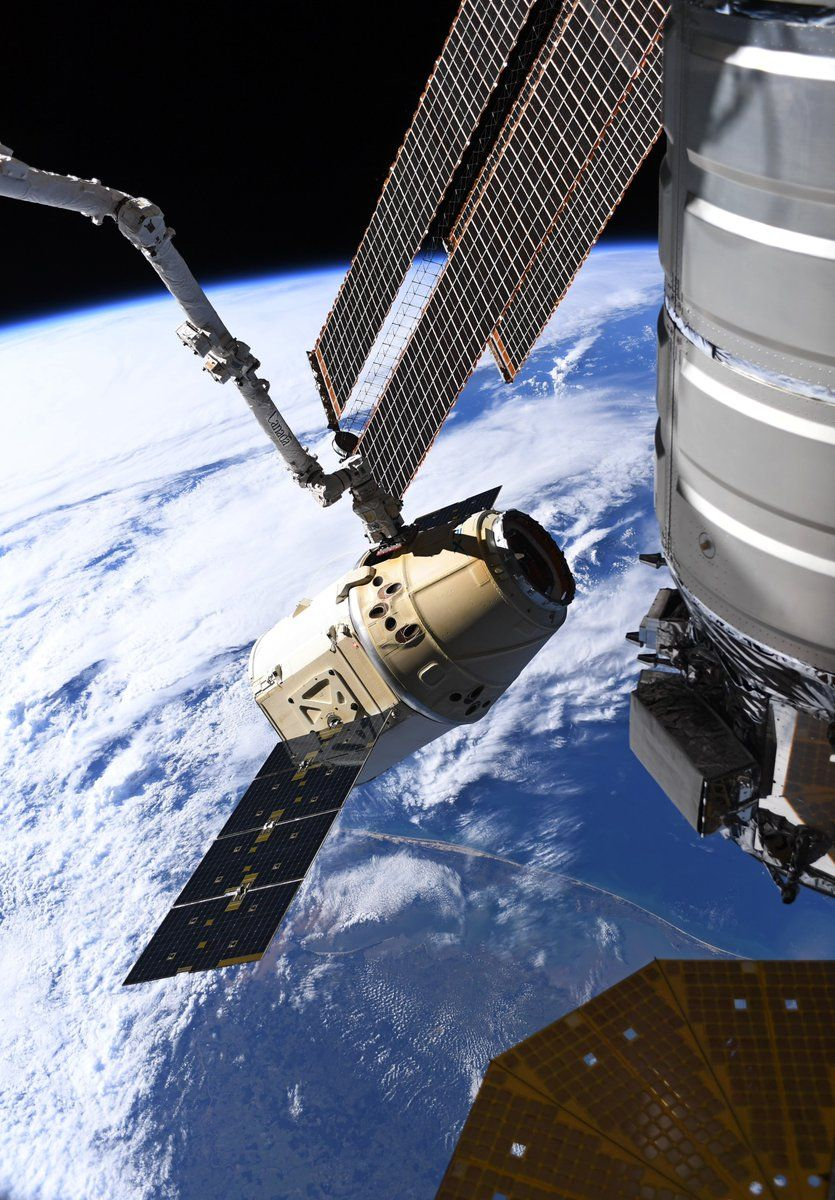 SpaceX Dragon Returns to Earth After Space Station Cargo ...