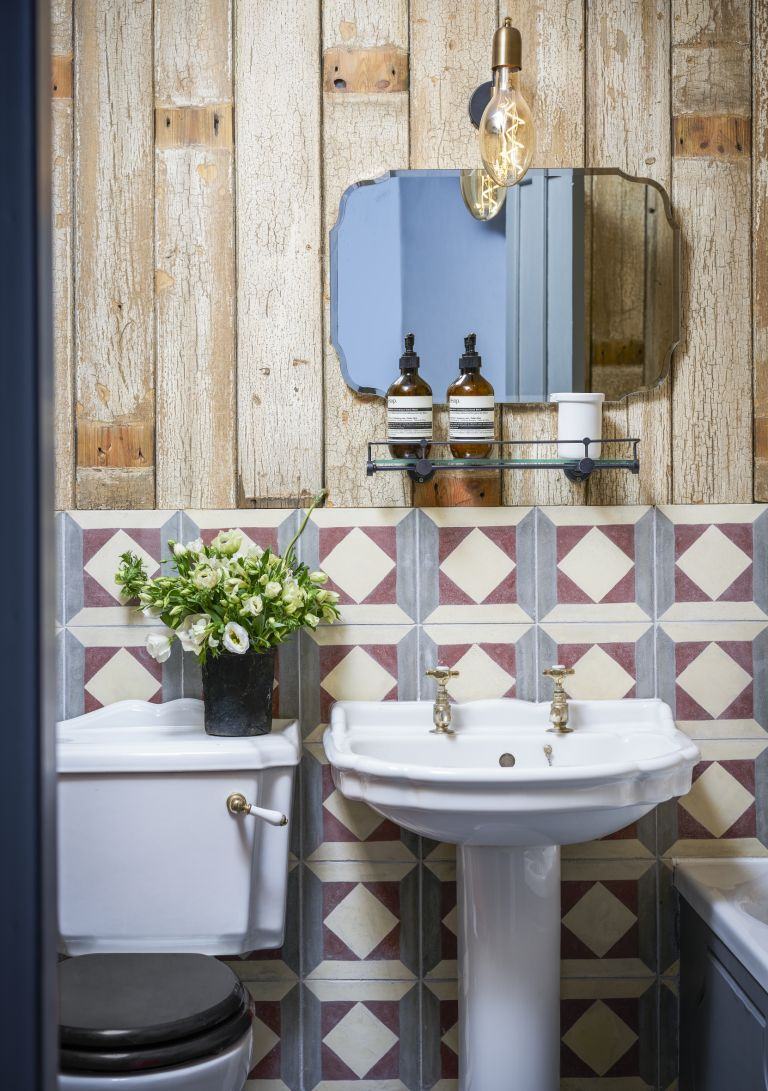 Small Bathroom Tile Ideas 12 Ways To Mimic A Spacious Bathroom Real Homes
